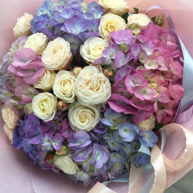 Hydrangea with roses - Bloom de Fleur - Bouquets, flowers, order and ...